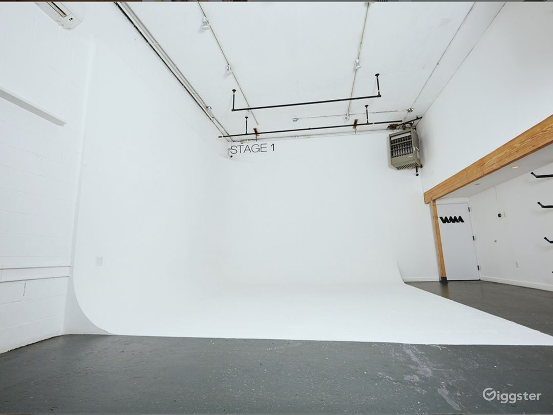 Studio/Gallery/Events space With Driveway access Photo 2