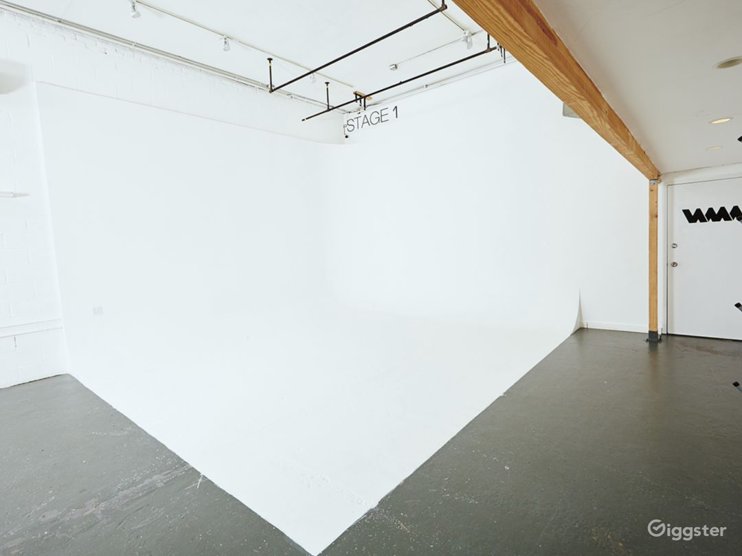Studio/Gallery/Events space With Driveway access Photo 5