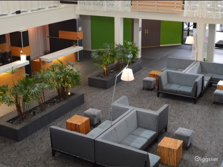 A Cozy Hotel Lobby Situated in Sunnyvale Photo 4