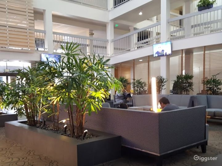 A Cozy Hotel Lobby Situated in Sunnyvale Photo 5