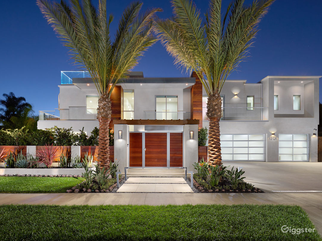 Modern Newport Beach Home with Pool Photo 2