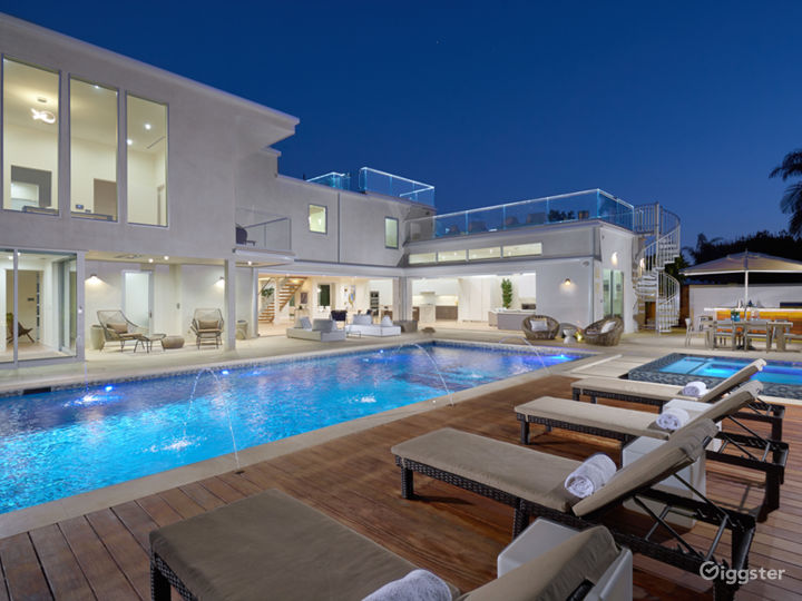 Modern Newport Beach Home with Pool