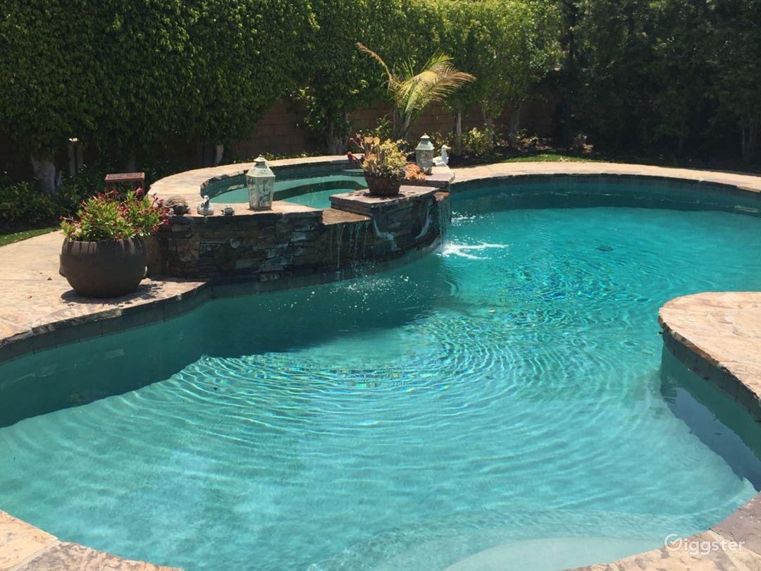 Backyard Pool w/ jacuzzi