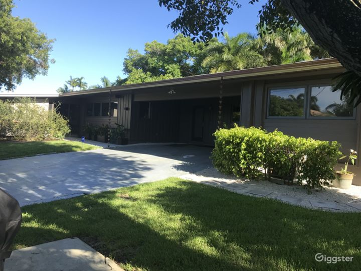 Groovy 60s 70s retro remodeled private home Photo 3
