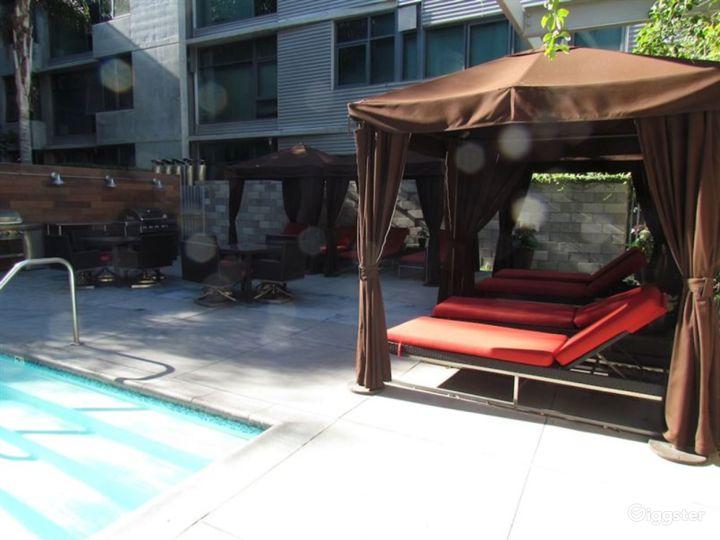 Beautiful Outdoor Pool in LA Photo 2