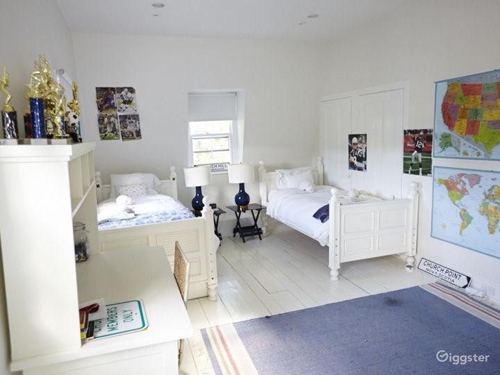 Contemporary suburban home: Location 5048 Photo 5