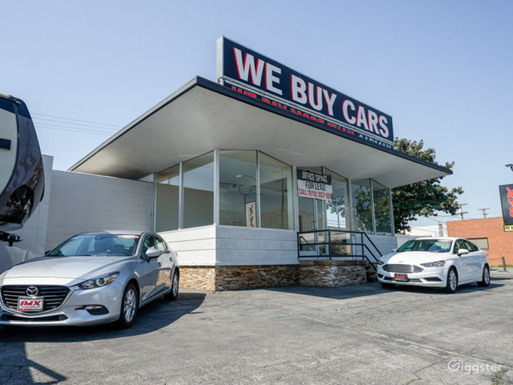 Car dealership/showroom in Burbank!  Photo 5