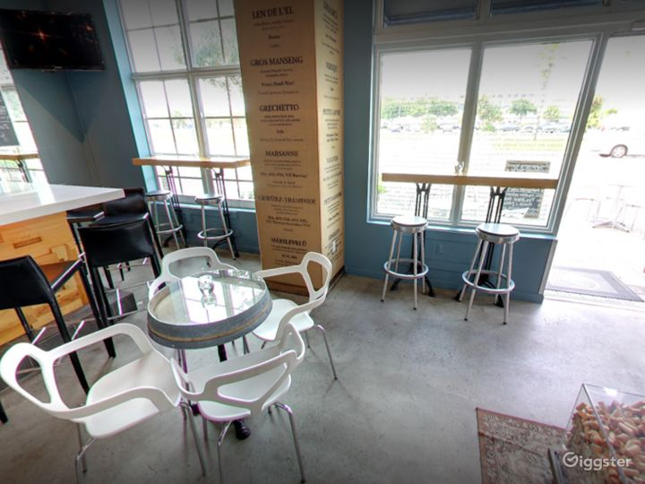 A Quiet Wine and Dine Bar in Florida (Buyout) Photo 2
