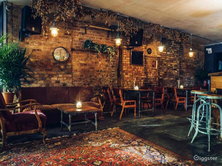 Cozy Bar  Photo 4