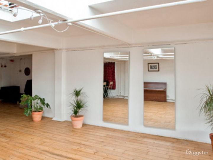 Studio with skylight in London Photo 2