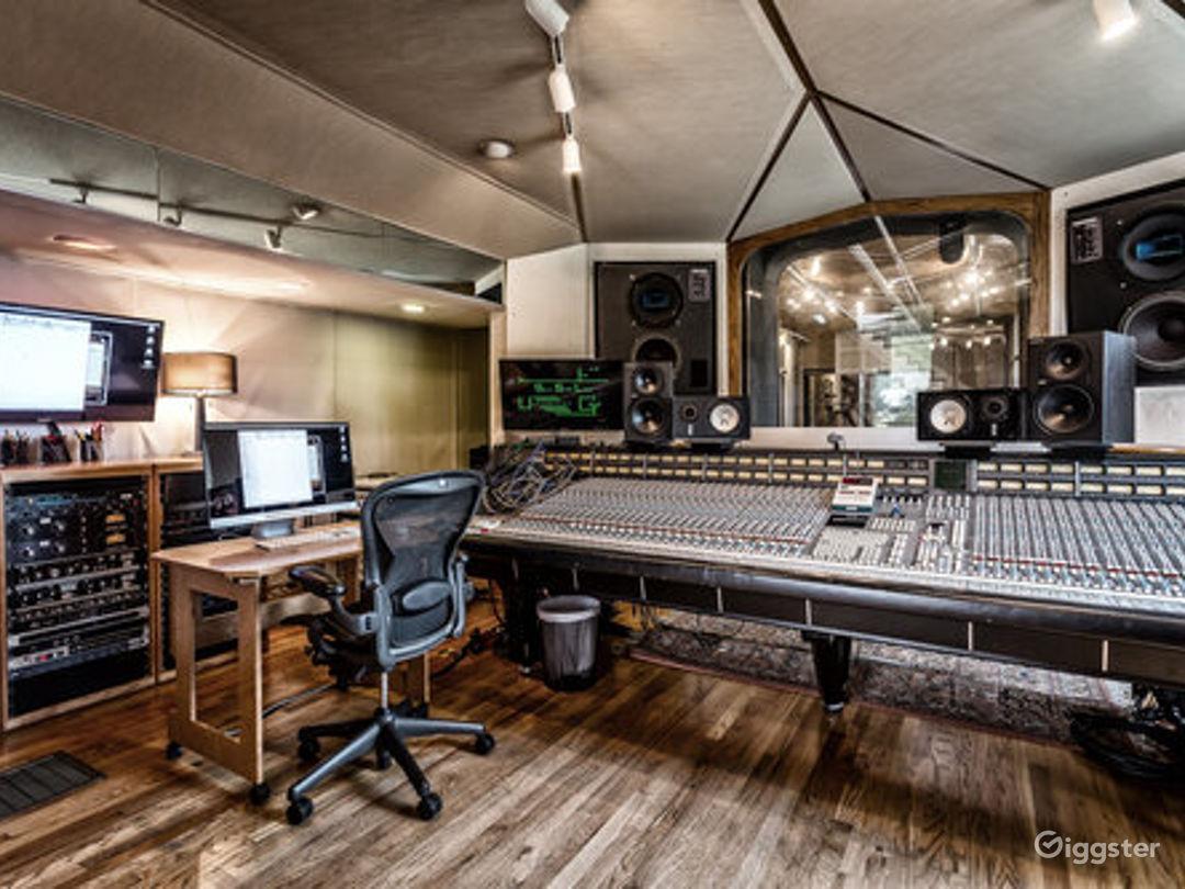 Historic Castle Recording Studio A Photo 1