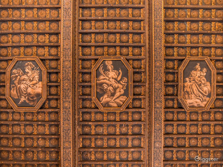 Renaissance Style Room in New York Photo 4