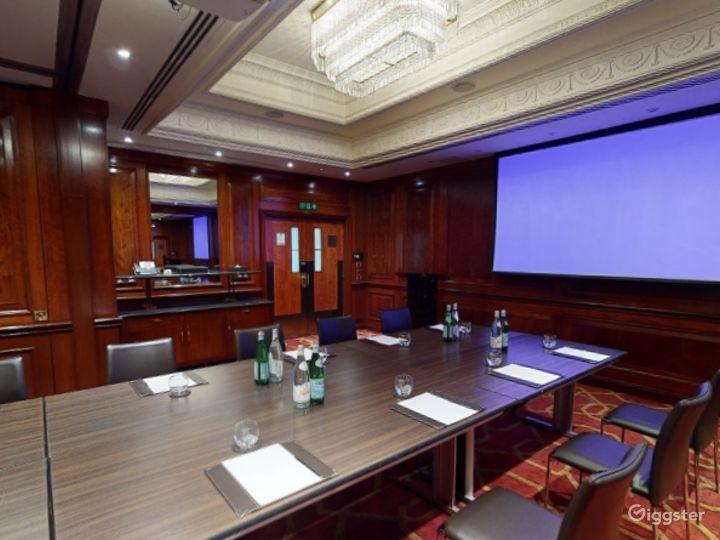 Fancy Medium-sized Private Room 33 in London, Heathrow Photo 5