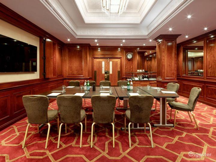 Fancy Medium-sized Private Room 33 in London, Heathrow Photo 2