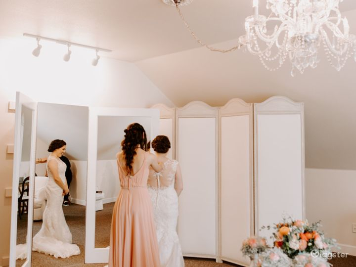 Elegant Bride and Groom Ready Rooms in California Wine Country Photo 5