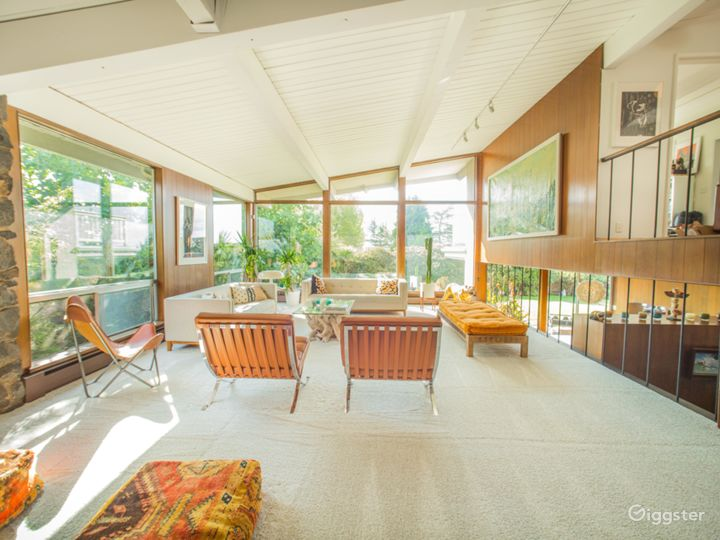 Swank Mid-Century Modern in Seward Park. Photo 2