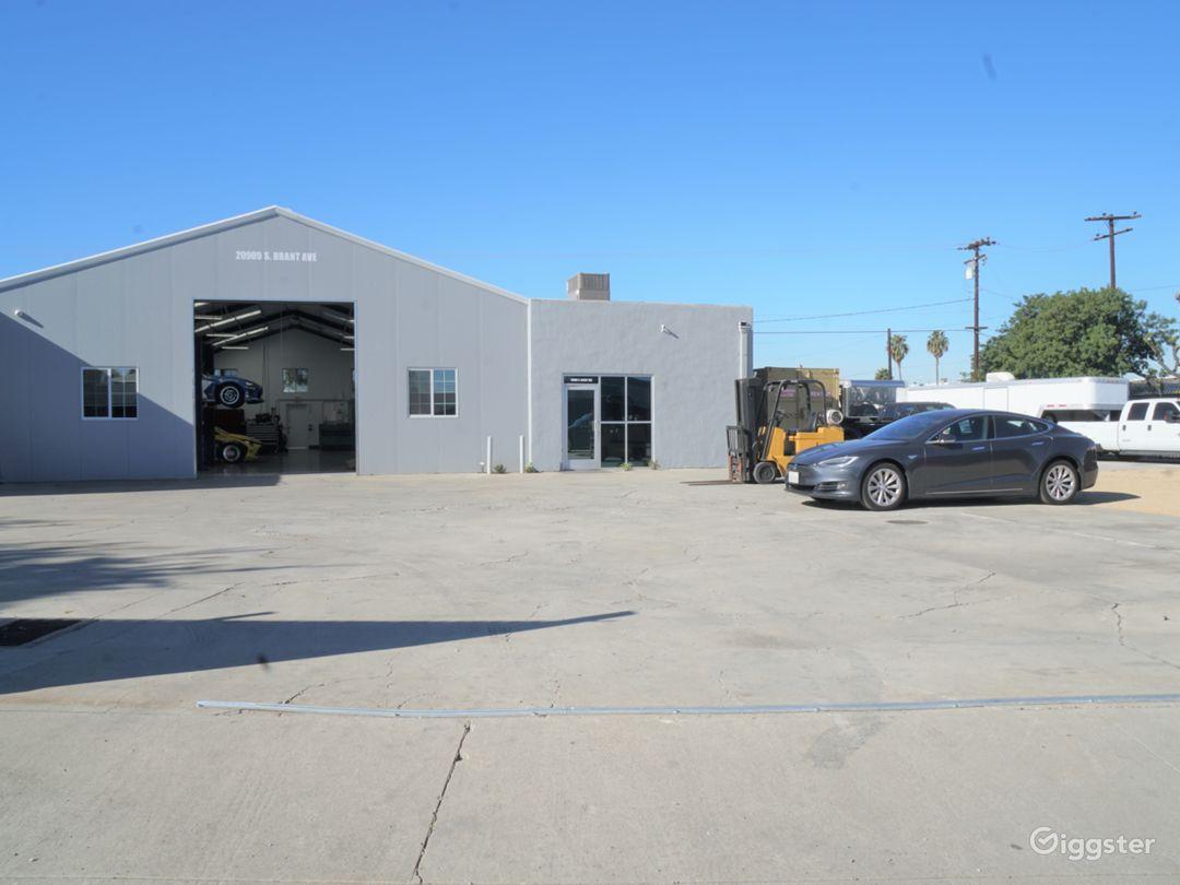 Super Clean Automotive Shop with Lift Photo 3