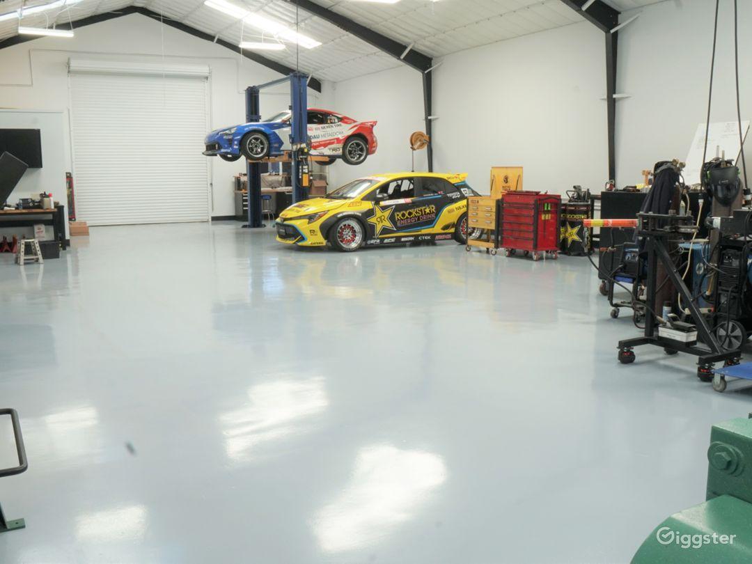 Super clean floors and interior. Auto lift.
