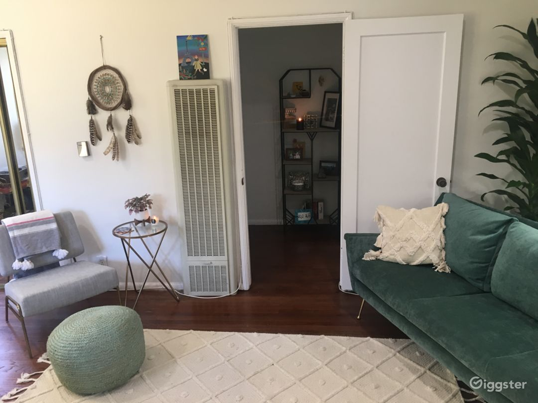 Spacious Quirky 1BR with hardwood & tiles! Photo 4