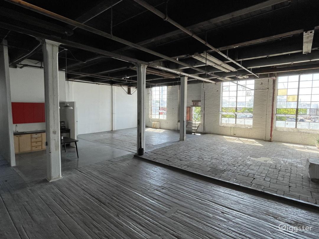Raw daylight loft studio w/ cyc wall Photo 1
