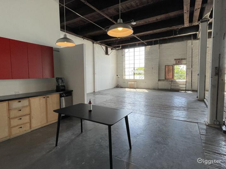 Raw daylight loft studio w/ cyc wall Photo 4