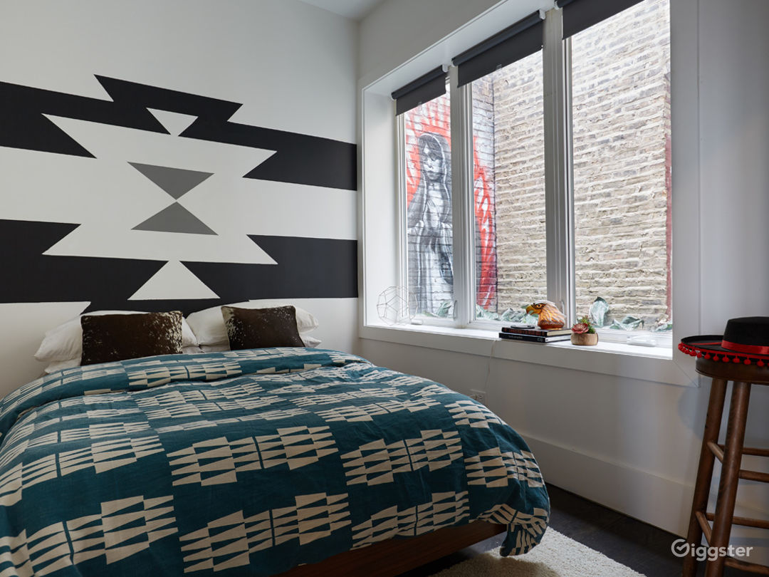 Southwest Space in the Heart of Logan Square Photo 2