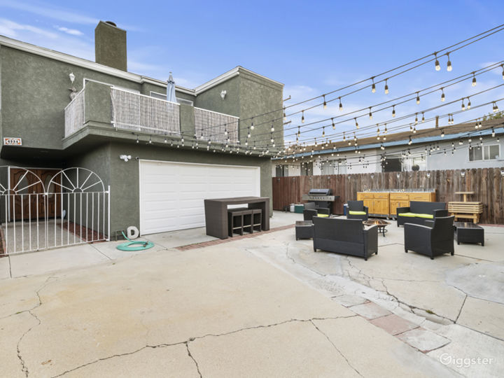 Modern Home With a Versatile Back Yard! Photo 2