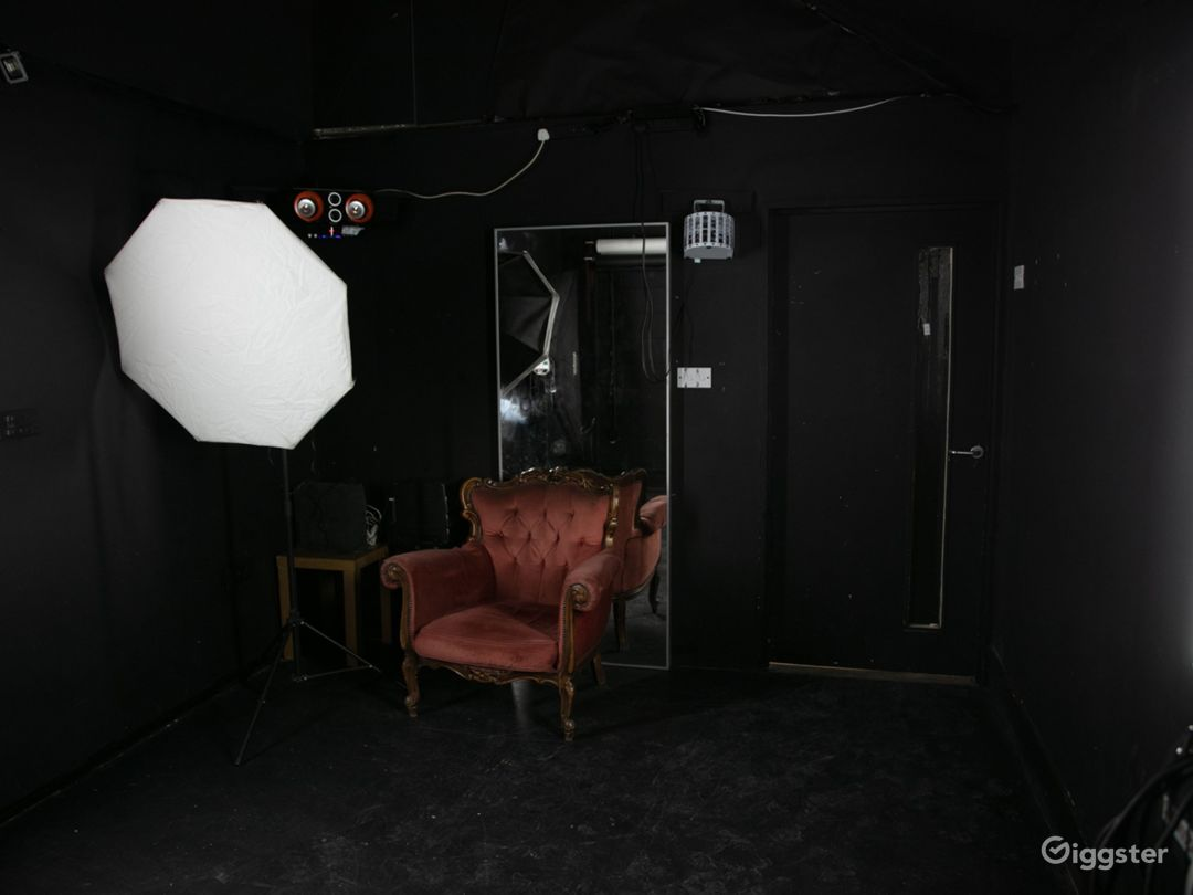Black studio hire for video and flash photography Photo 1