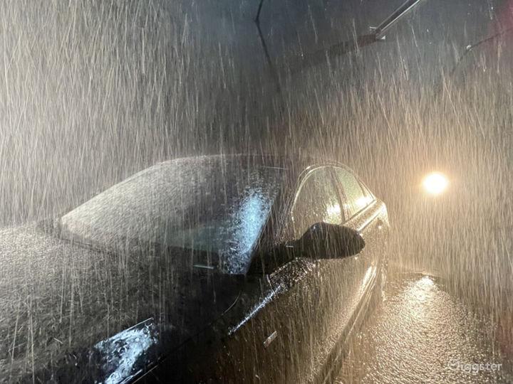 Huge Rain Room with car access Photo 5