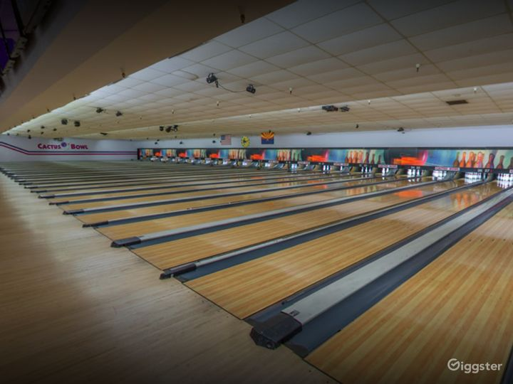 A Bright and Ambient Bowling Alley in Tucson (Full Buyout) Photo 2