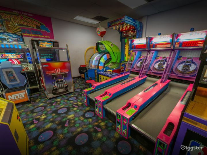 A Bright and Ambient Bowling Alley in Tucson (Full Buyout) Photo 4