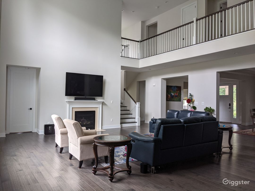 2 Story Family room with picture windows, 20 Feet High Ceiling