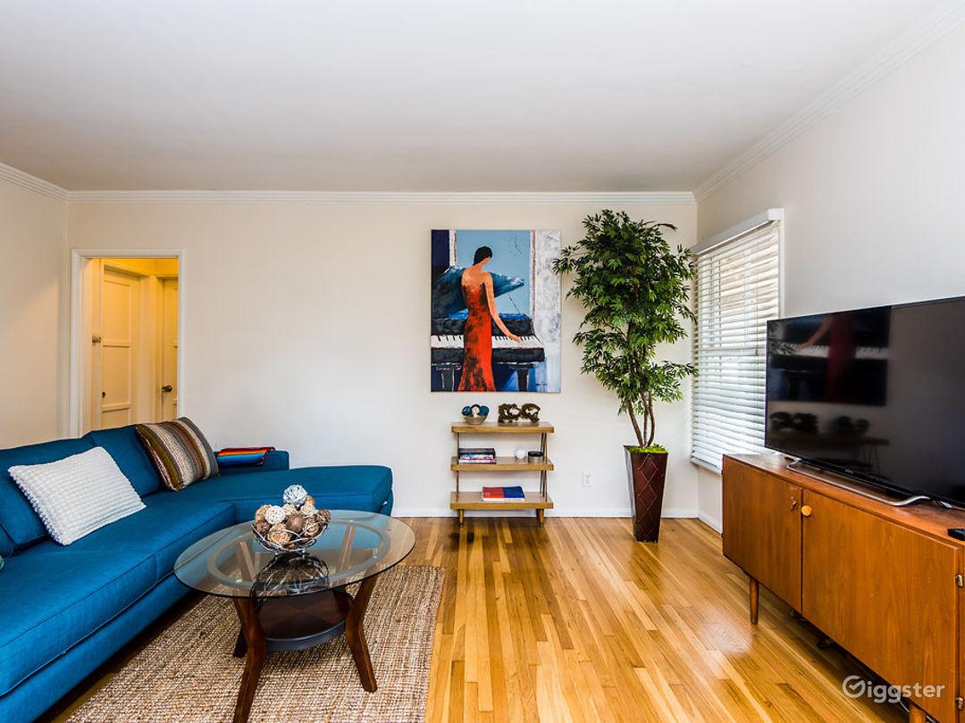 Retro cozy 2 bedroom/1 bath with hardwood floors