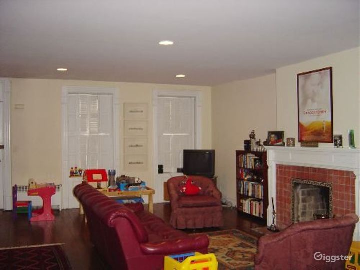 Traditional townhouse: Location 3339 Photo 2