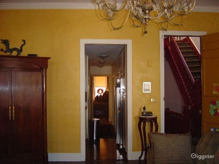 Traditional townhouse: Location 3339 Photo 3