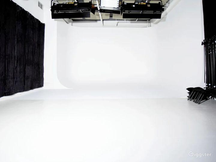 Sunny Daylight Studio w/ Cyclorama & Loft/Kitchen Photo 5