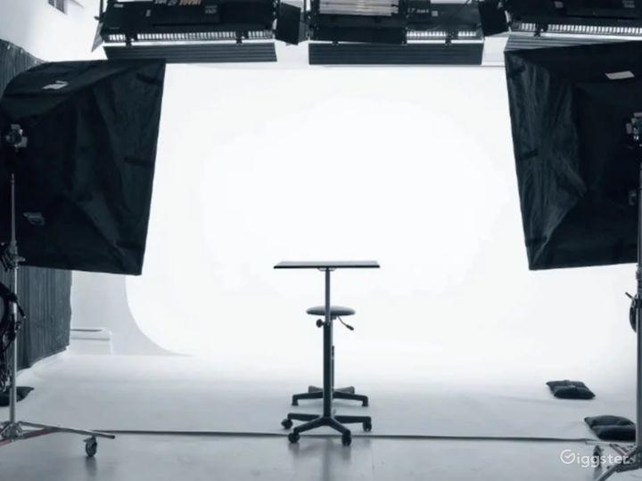 Sunny Daylight Studio w/ Cyclorama & Loft/Kitchen Photo 2
