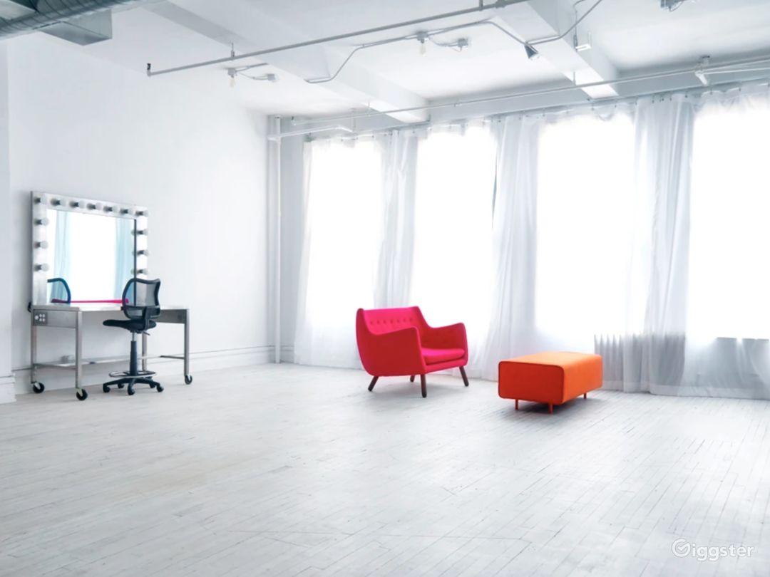 Sunny Daylight Studio w/ Cyclorama & Loft/Kitchen Photo 1