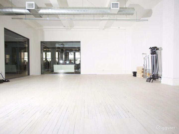 Sunny Daylight Studio w/ Cyclorama & Loft/Kitchen Photo 3