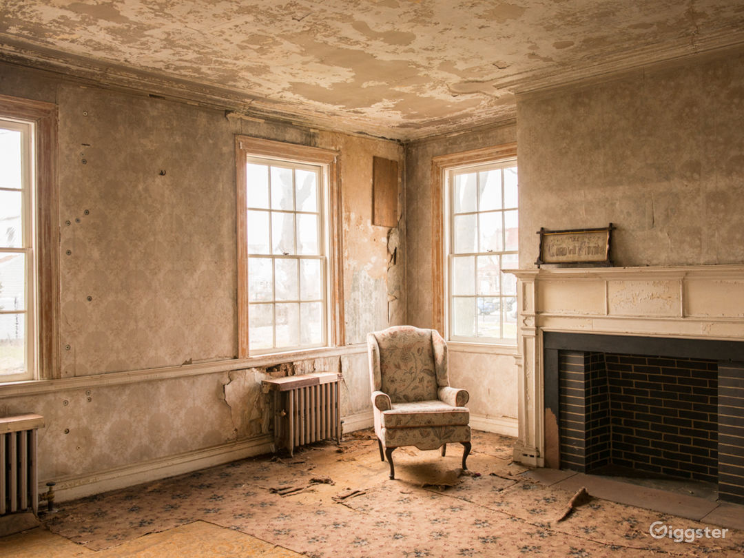 350 Year Old Colonial Home Located in Brooklyn Photo 1