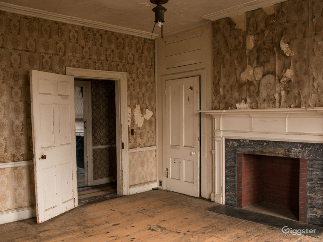 350 Year Old Colonial Home Located in Brooklyn Photo 3