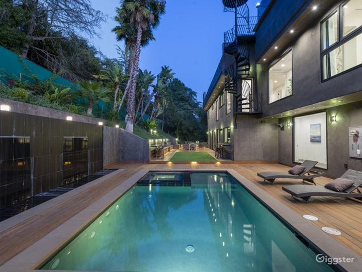 Hollywood Hills Luxury Mansion with Amazing Views Photo 4