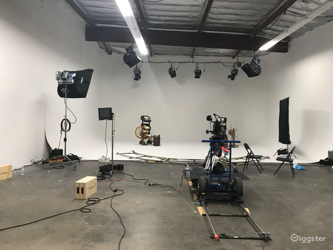 Production Studio with 32' - 3-Wall Cyc Photo 1