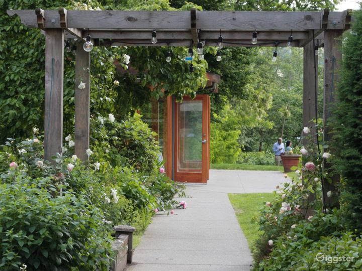 Lakeside Tudor Mansion/Restaurant Photo 4