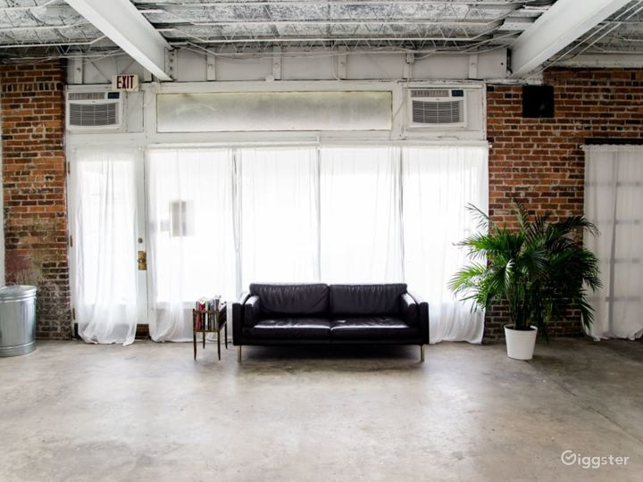 Spacious Photography Studio and Art Gallery in Orlando Photo 2