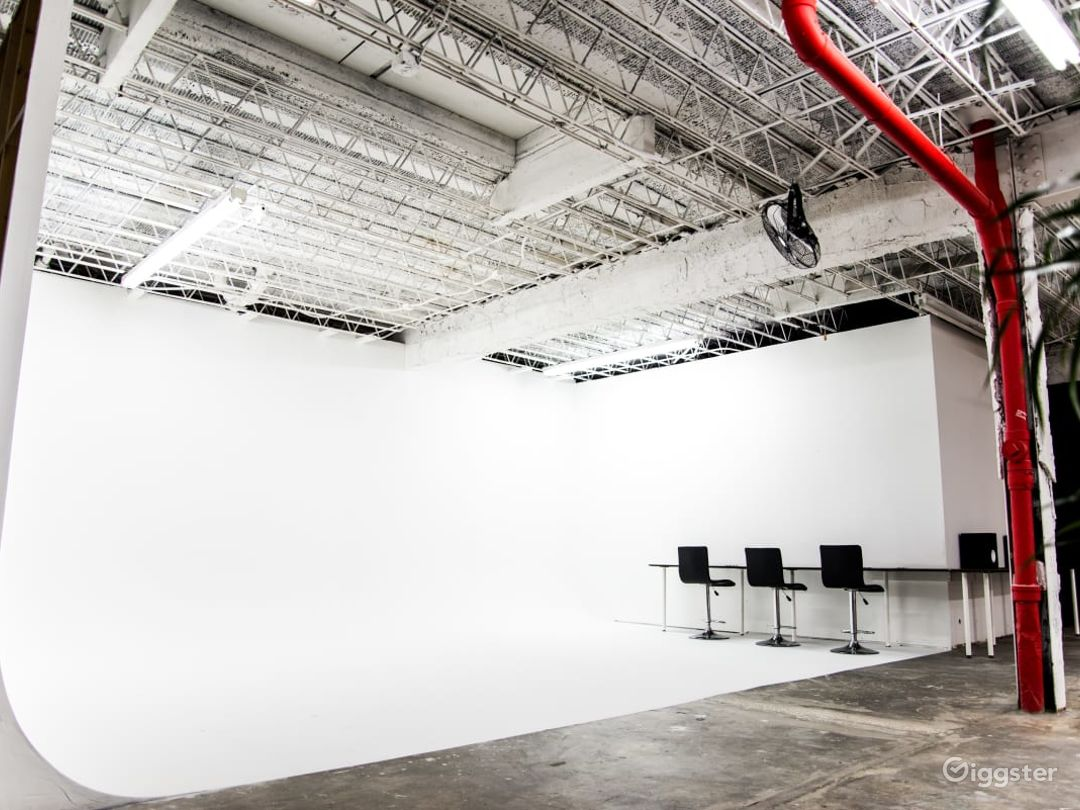 Spacious Photography Studio and Art Gallery in Orlando Photo 1