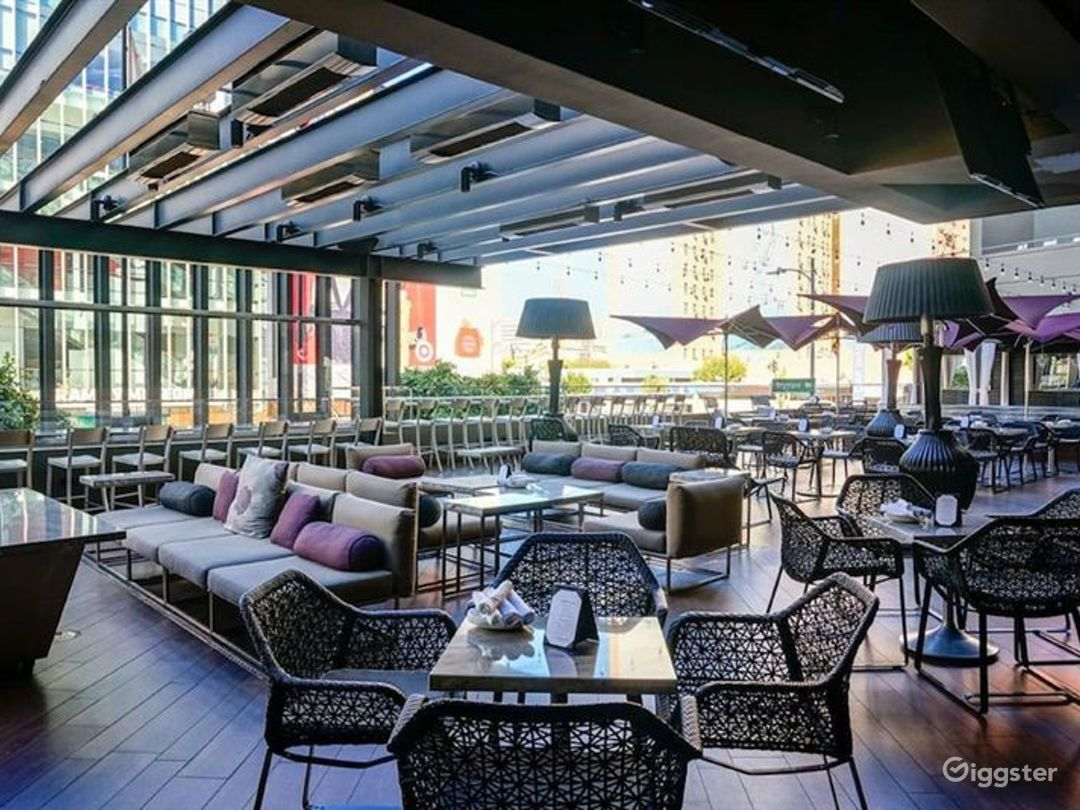 Stunning Bar with Terrace in LA Photo 1