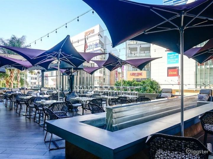 Stunning Bar with Terrace in LA Photo 5