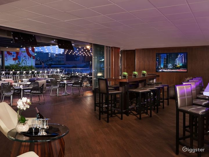 Stunning Bar with Terrace in LA Photo 3