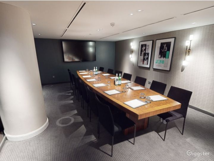 Refined Private Room 6 in Manchester Photo 3